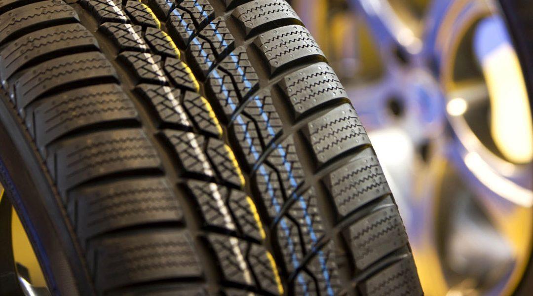 Diez minutos para que los neumáticos no le amarguen las vacaciones