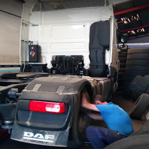 taller neumáticos de camión en Reus